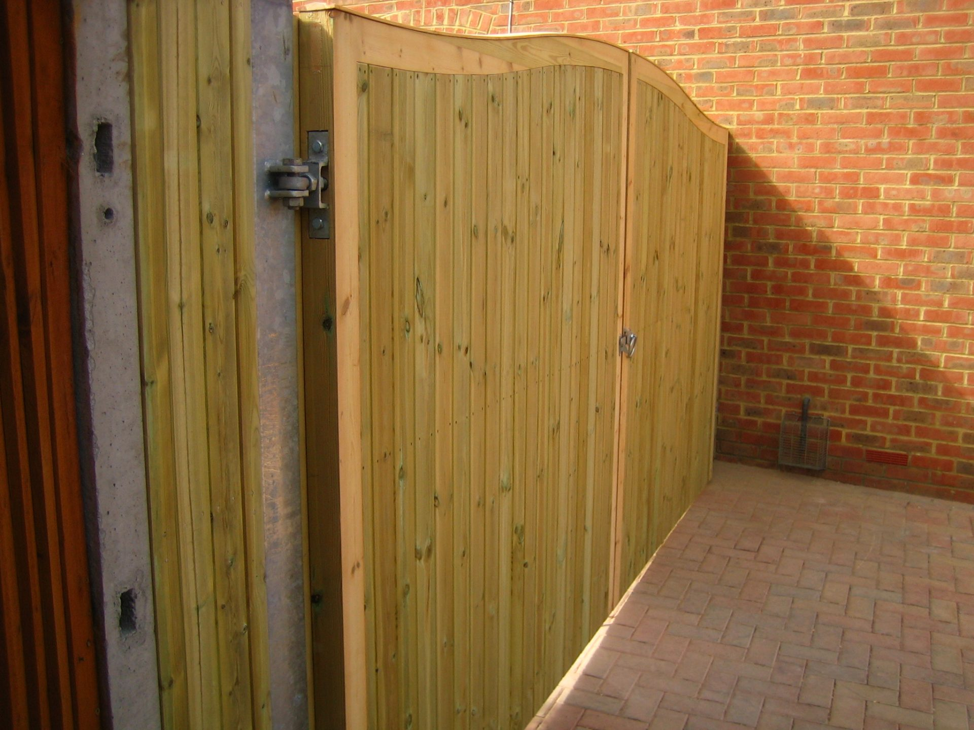 Metal Inner Framed Gates